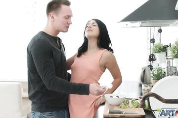 Анальный секс с подругой на кухне