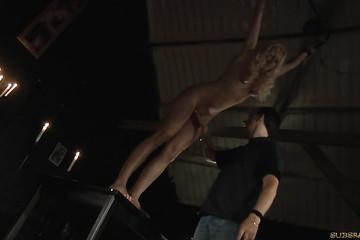 Молодая блондинка получает пытки от любовника
