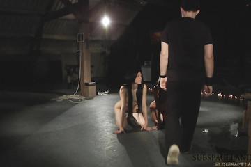 Сладкие пытки для двух сексуальных куколок