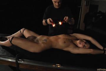 Рабыня получает удовольствие с жестким господином