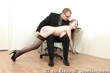 Начальник наказывает грудастую в кабинете