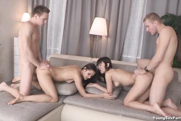 Пати секс молодых свингеров на хате