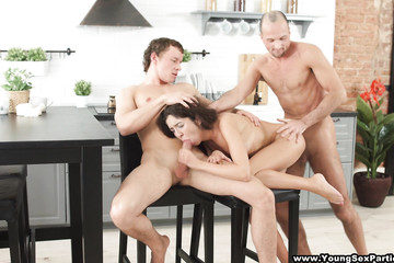 Пара пригласила парня третьим на мжм