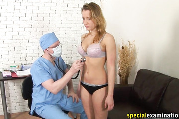 18 летняя Таня пришла на осмотр к доктору