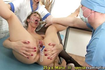 Доктор и медсестра осмотрели пациентку