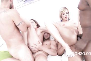 Четыре факера и две сучки занимаются сексом